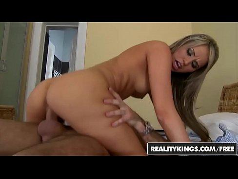 Loira sexy transando muito gostoso com seu namorado