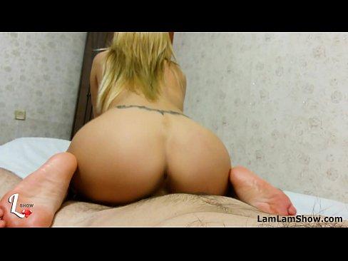 Ninfeta sexy cavalgando na pica e gemendo gostoso
