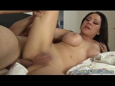 Comendo o cu da esposa na cama