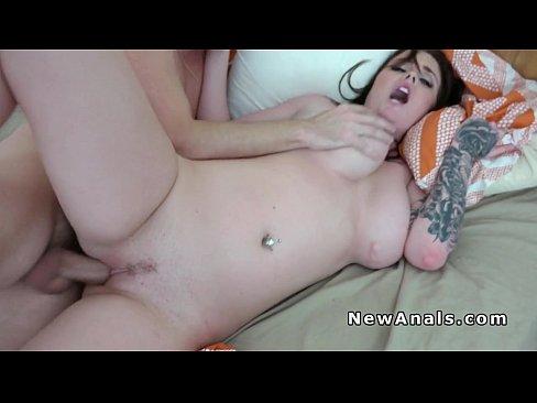 Fez porno com o namorado e caiu na net