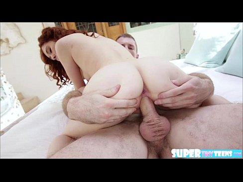 Linda garota tendo a xoxota penetrada