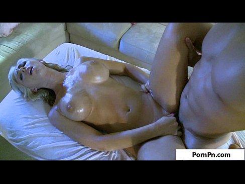 Loira safada dando a xota pro seu massagista