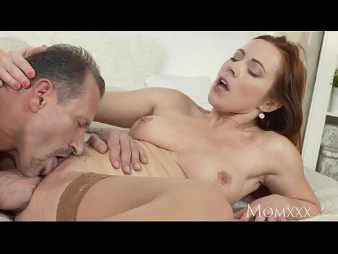 Linda ruiva bunduda dando uma fodida