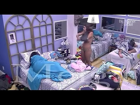 Ana Paula do Big Brother Brasil 16 mostrando as tetas
