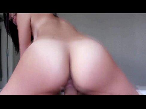 Porno de novinha bucetona levando ferro