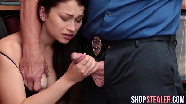 Jennifer jacobs em cena fodendo com o policial dotado