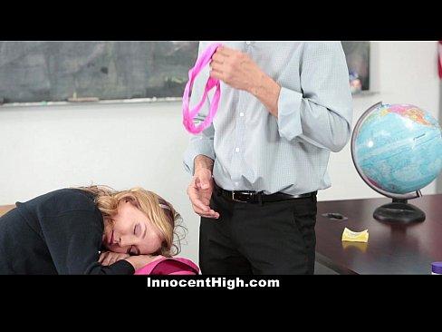 Novinha linda mamando o professor particular