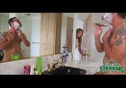 Sexo com Namorada no Banheiro