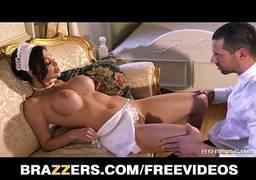 Empregada gostosa fazendo cena de sexo com patrão